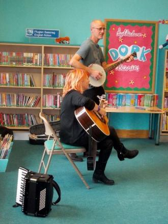 Winter Wilson perform at the library (6733367)