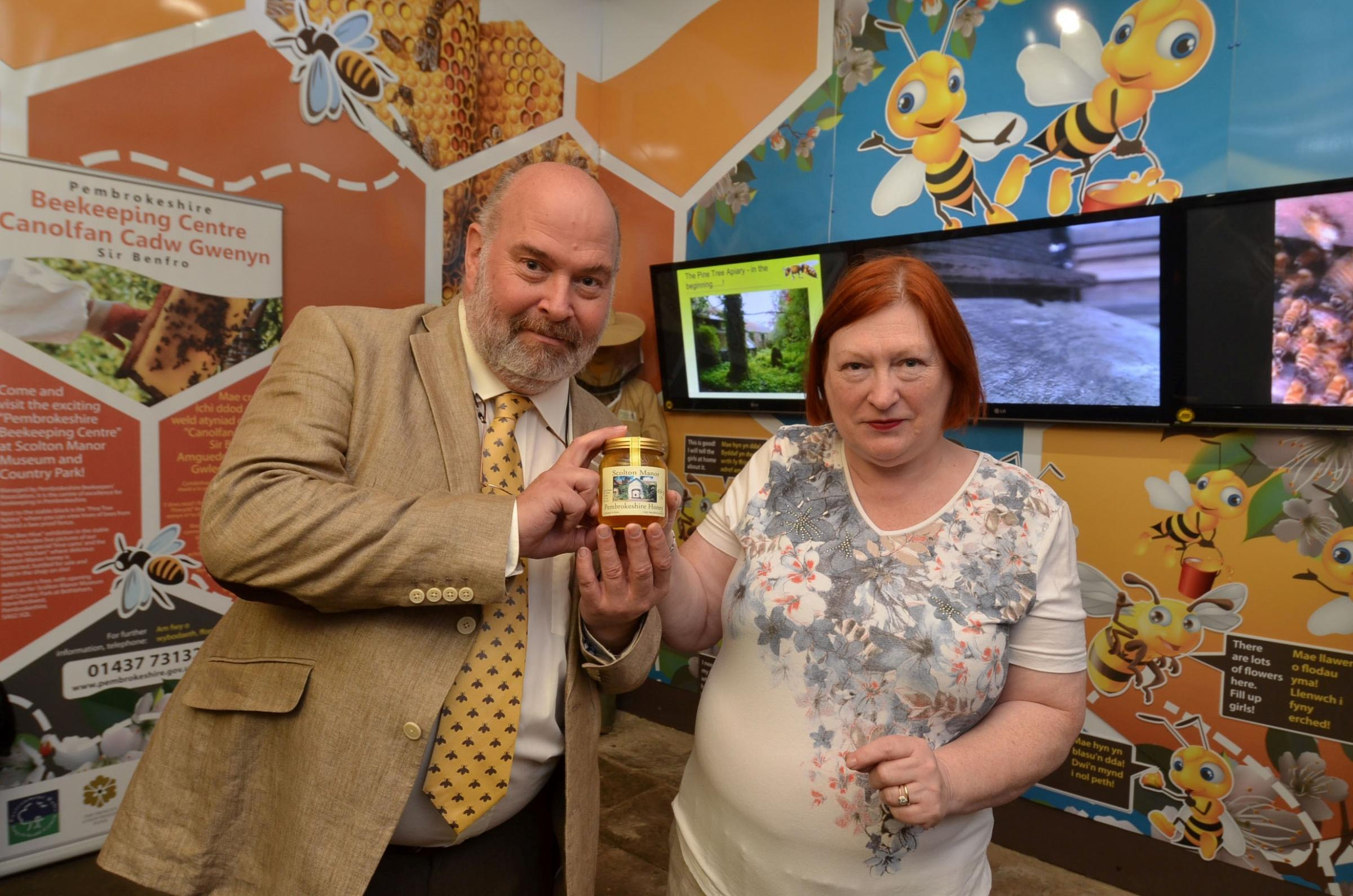 Edwina Hart receiving a jar of Scolton Manor Pembrokeshire Honey from Paul Eades. (8593906)