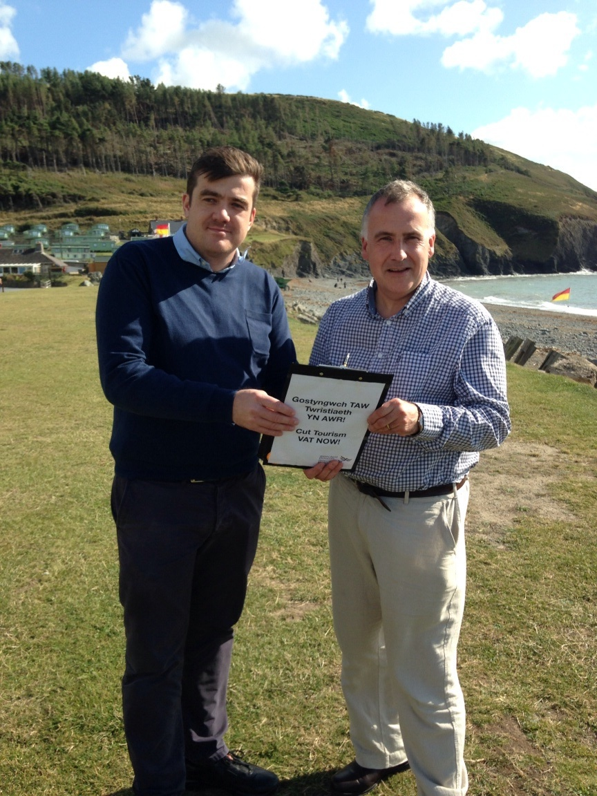 Mark Williams MP and Thomas Scarrott, Director of Vale Holidays, at Clarach Bay Holiday Village.