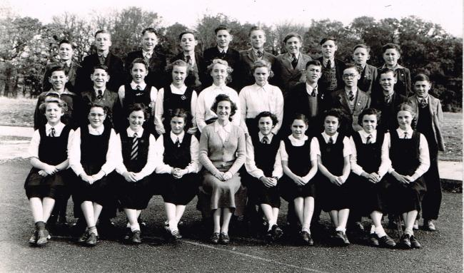 Can you help name these pupils at Henllan Modern School before they moved to Ysgol Gyfun Emlyn? (43240892)